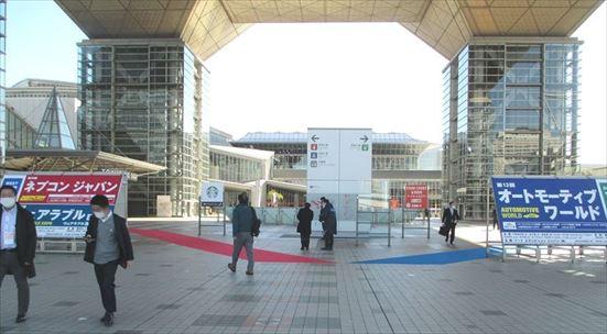 【写真:2021東京オリンピック用に左右に分かれる入口】